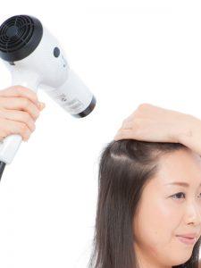 頭皮もしっかり乾かすことが重要です