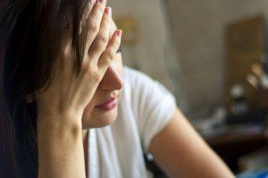 強いストレスが白髪を生むことも